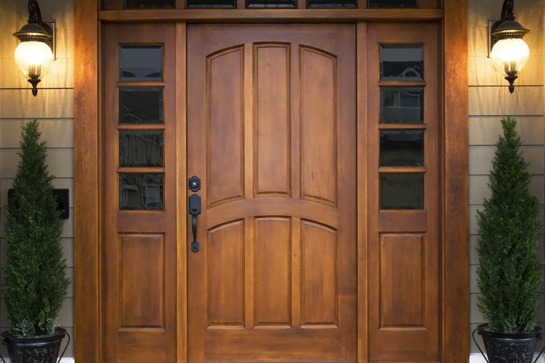 Двери из массива дерева: откуда такая популярность?