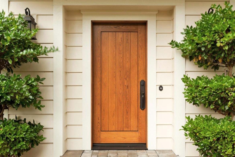 Самые популярные модели и виды отделки входных дверей для дачи